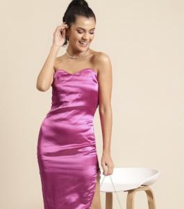 off shoulder dress, pink dress, white bag, earrings, necklace, ponytail
